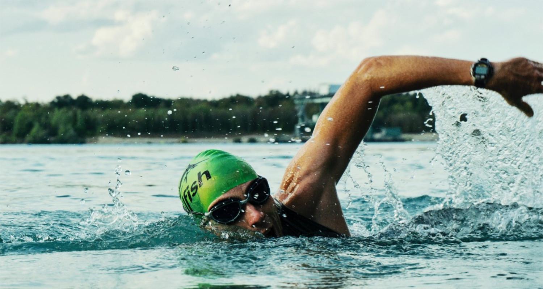 Transplant-Wissen > News > Mann beim Badeausflug > Schwimmen