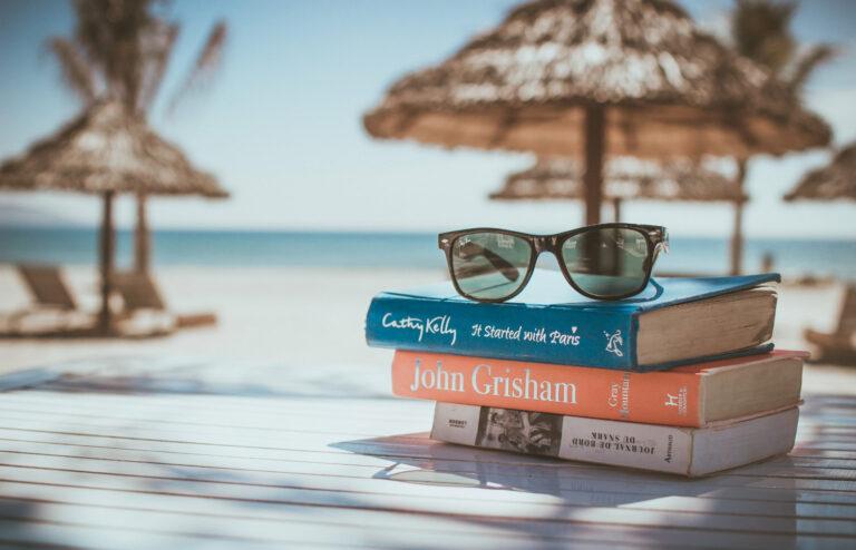 Transplant-Wissen > News > Buecher und Sonnenbrille am Strand > Urlaub